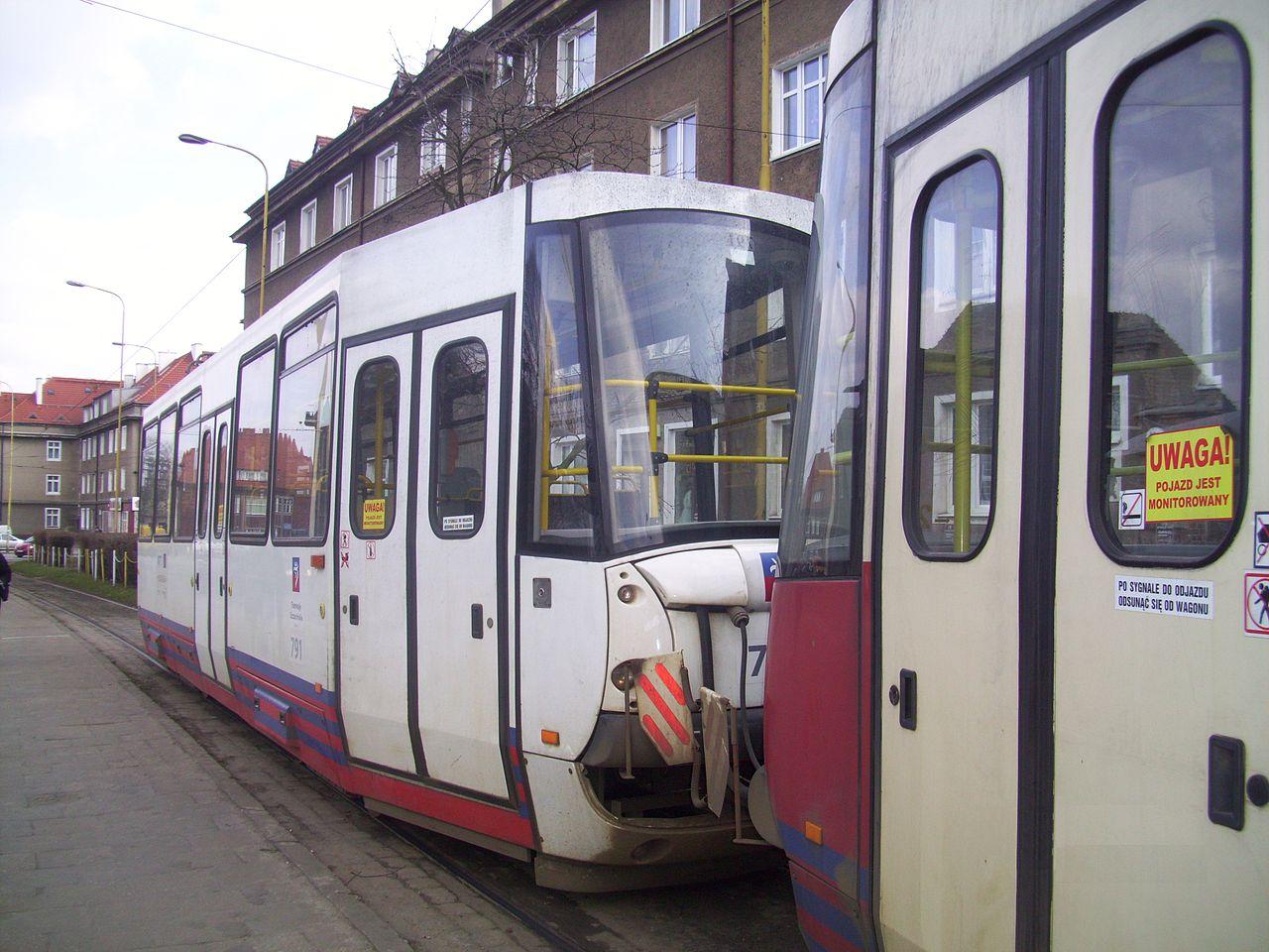 Zobacz gdzie samochód zderzył się z tramwajem!