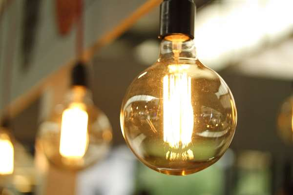 Lampa ze stylowym abażurem? Jak najbardziej!