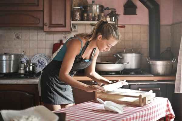 Przybory kuchenne drewniane czy metalowe?