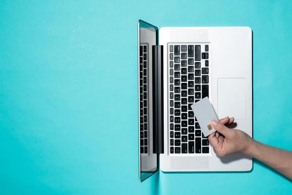 Płatność kartą przez internet – gdy składają to Europejczycy