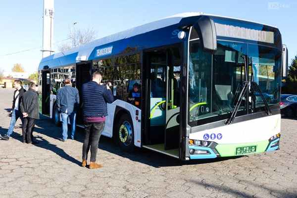 "Szczecin wyróżnia się tym, że zakupił osiem przegubowców i tyle samo ""krótkich"" autobusów."