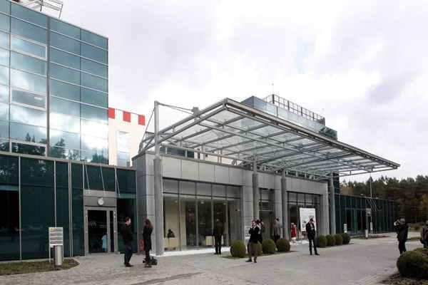 Osoby przebywające w szpitalu w Zdunowie muszą  przestrzegać wszystkich procedur.