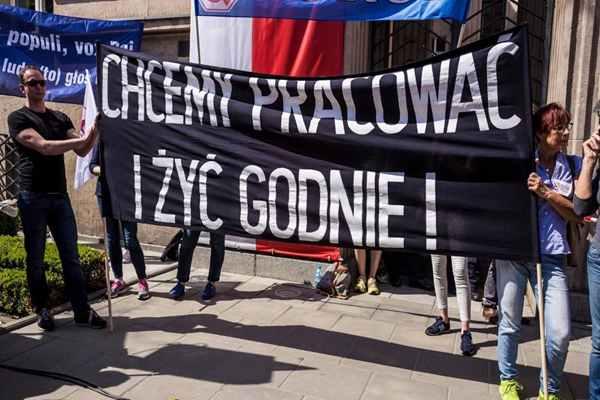 Nauczyciele w Szczecinie chorują, protest trwa. Czy szkoły będą musiały zostać zamknięte?