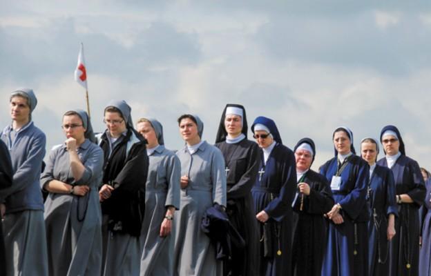 Siostry zakonne jako służące w domach duchownych – prawda o tym, jak traktowane są zakonnice w Rzymie