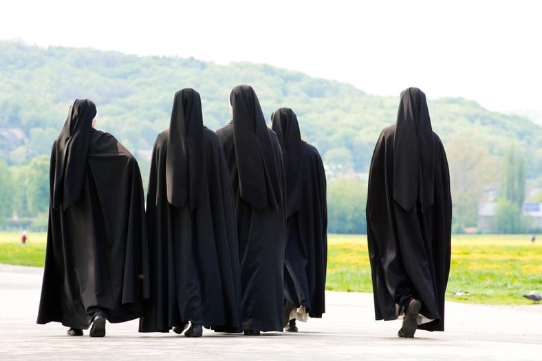 Zakonnice źle traktowane przez księży zakończyły milczenie i wyjawiły na światło dzienne straszną prawdę!