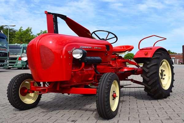 Renowacja maszyn rolniczych: jaką farbę wybrać i w jaki sposób odnowić ciągnik?