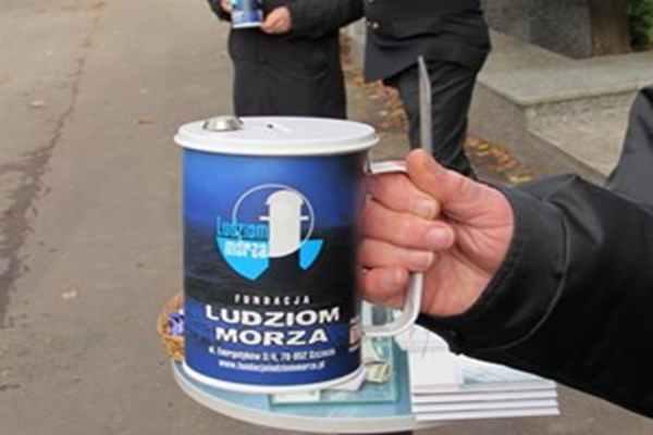 Fundacja Ludziom Morza,  pomaga w organizowaniu zbiórki pieniędzy poszkodowanym.