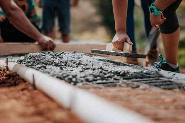 Najnowsze trendy w budowie domu – z jakich materiałów budowlanych korzystać?