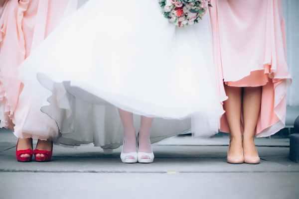 Tradycyjny film z wesela czy teledysk ślubny – co warto wybrać?